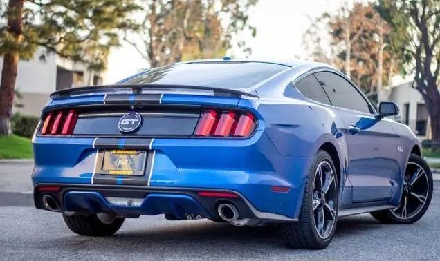 Ford Mustang GT Blauw trouwauto huren 6