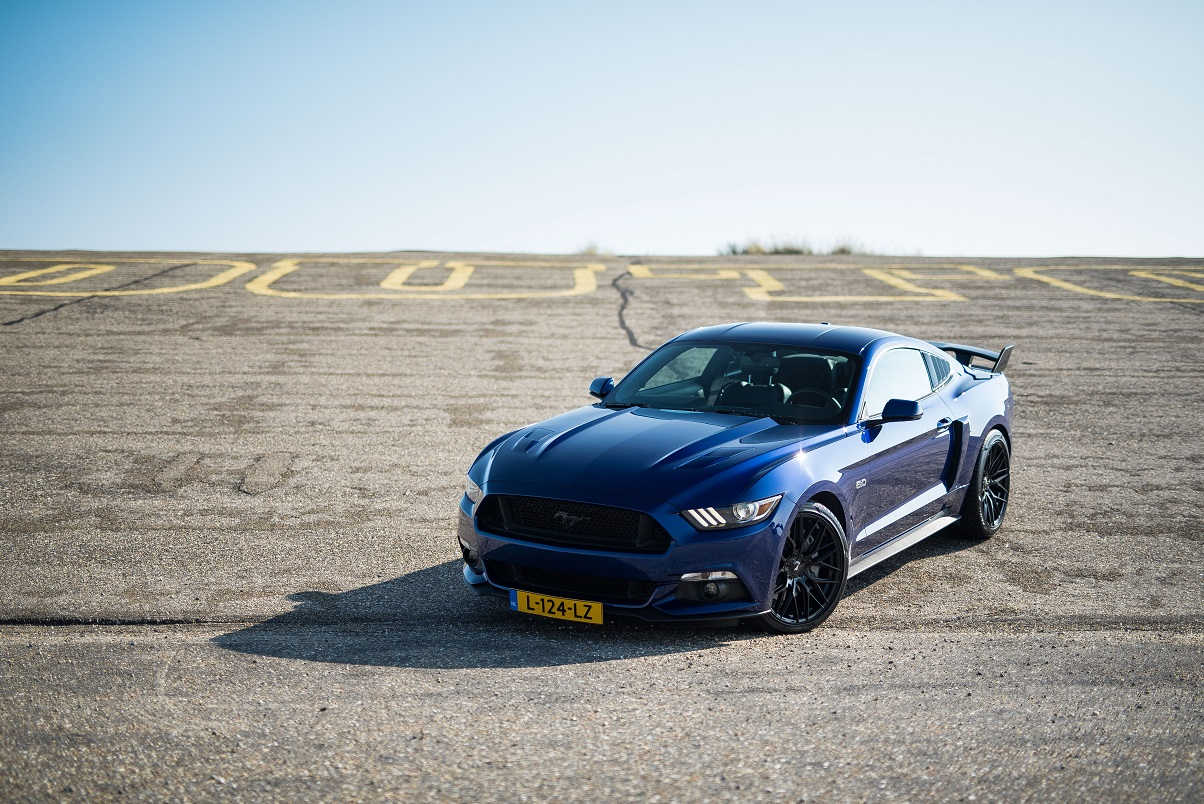 Ford Mustang GT deep impact blue